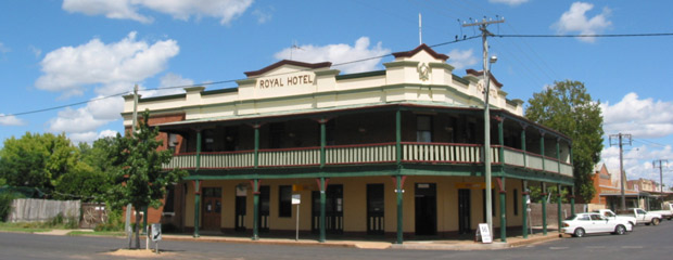 Shiralee_Royal_Hotel